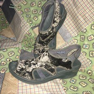 BZEES Crushed Velvet Shoes